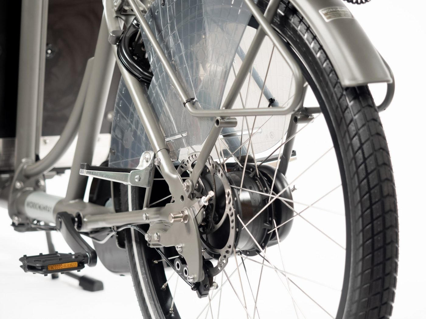 Internal hub gears offer foolproof shifting even while stopped, require minimal maintenance and are out of harm's way. Paired with either Shimano roller brakes front and rear, a rear coaster brake or Magura hydraulic disc brakes
