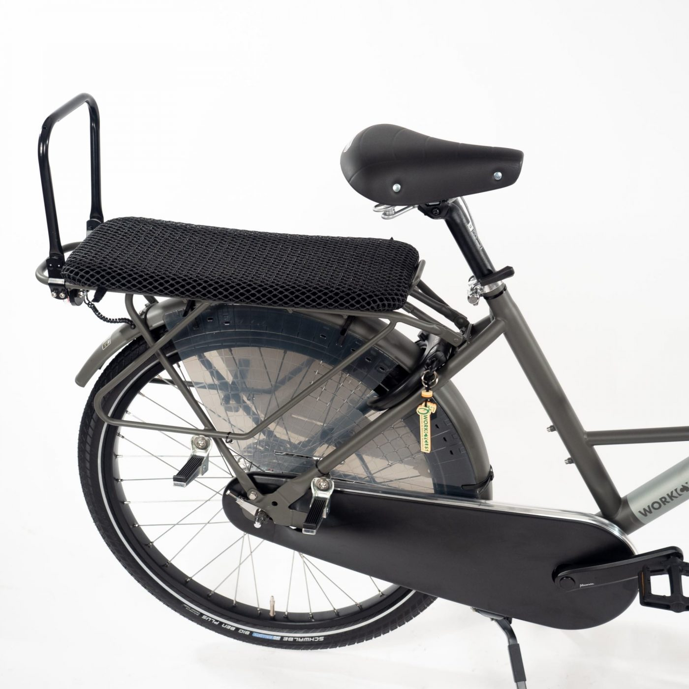 The Fr8 double seat is suitable for one or two children of 5+ years. It comes complete with backrest, extra long mesh cushion, four strong frame mounted footrests and fender mounted rear wheel footguards (at this age seat belts are not necessary). The mesh cushion lets rain water pass through and drys quickly, the backrest can be folded down. The double seat makes full use of the long rear carrier and footrest mounting points, additional rear panniers aren't possible. The Fr8 double seat is only intended for the Fr8 bicycle.