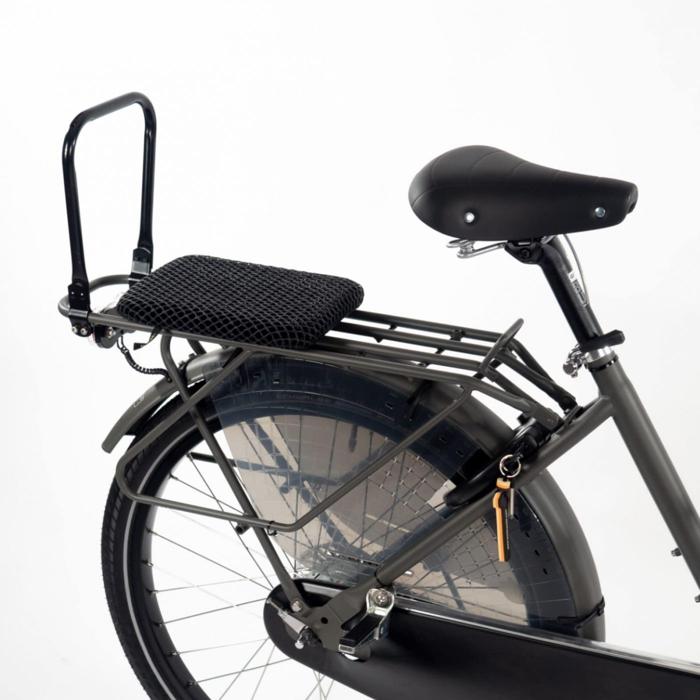 This is the single seater version of our popular Fr8 double seat and is suitable for a child of 5+ years. The Fr8 single seat comes complete with backrest, mesh cushion, strong frame mounted footrests and fender mounted rear wheel footguards (at this age a seat belt is not necessary). The mesh cushion lets rain water pass through and drys quickly, the backrest can be folded down. When mounted on our long rear carrier the Fr8 single seat can be used together with our special LU panniers. It's not possible to mount an additional seat on the long rear carrier in front or behind the Fr8 single seat.