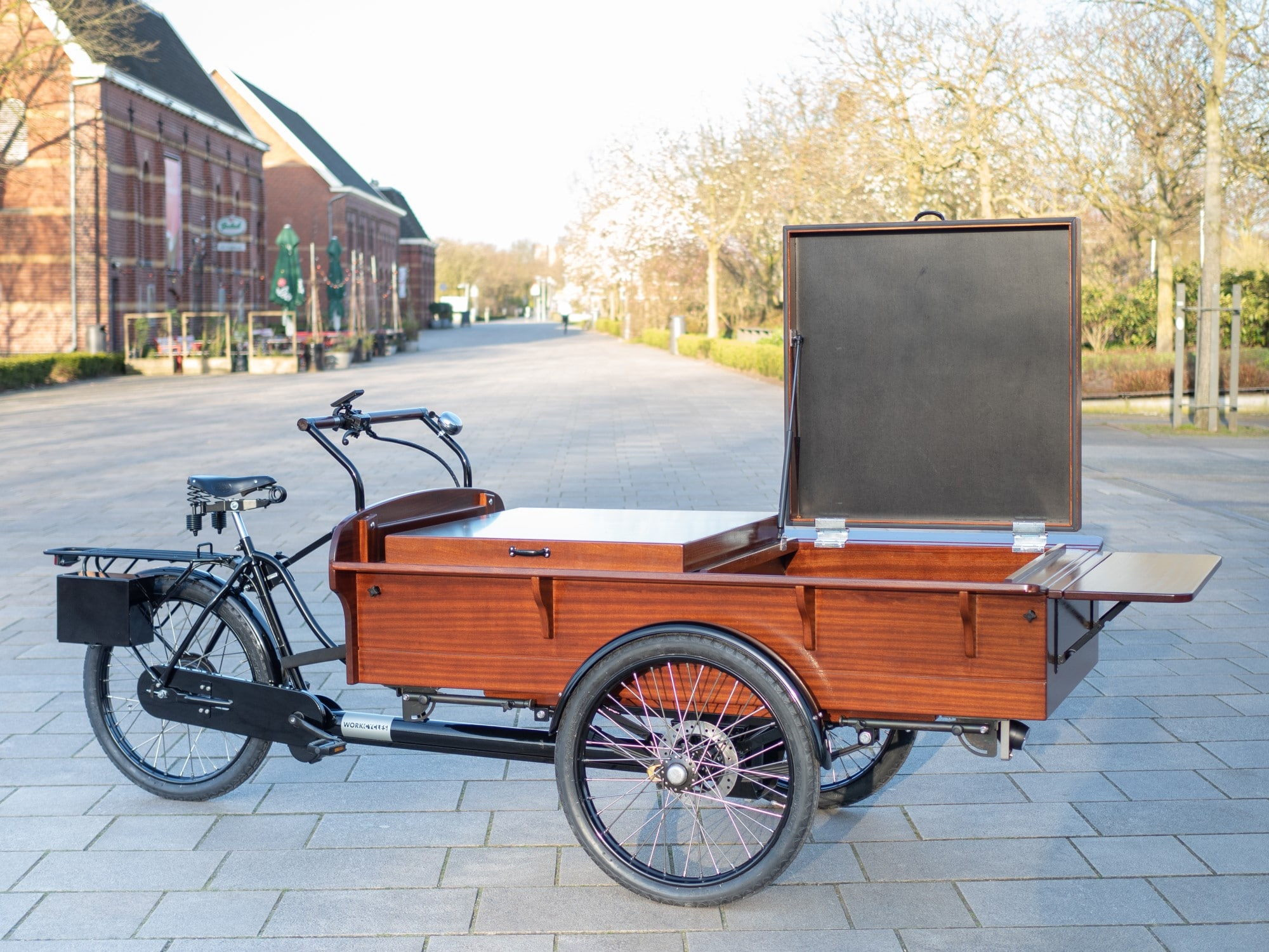 "The beautiful, old-fashioned Dutch ""bakfiets"" cargo trike comes in three different sizes; M, L and XL. The size Large trike is both shorter and narrower than the enormous"