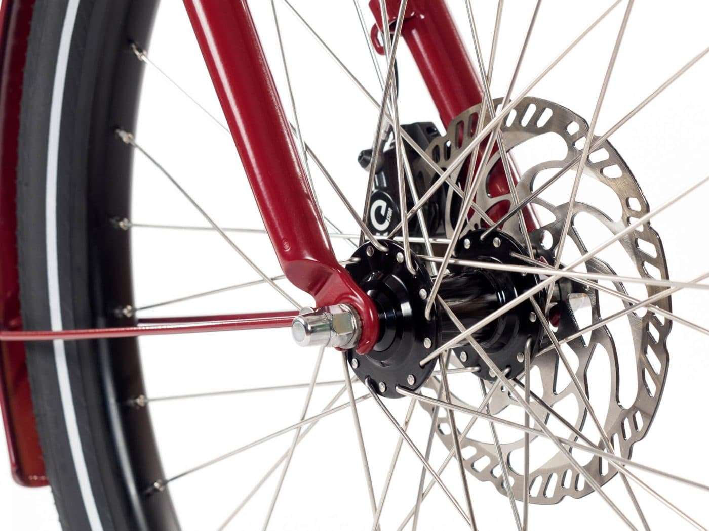 We use the MT5 hydraulic disc brakes by Magura, they are highly versatile and suited for level ground or hilly terrain.